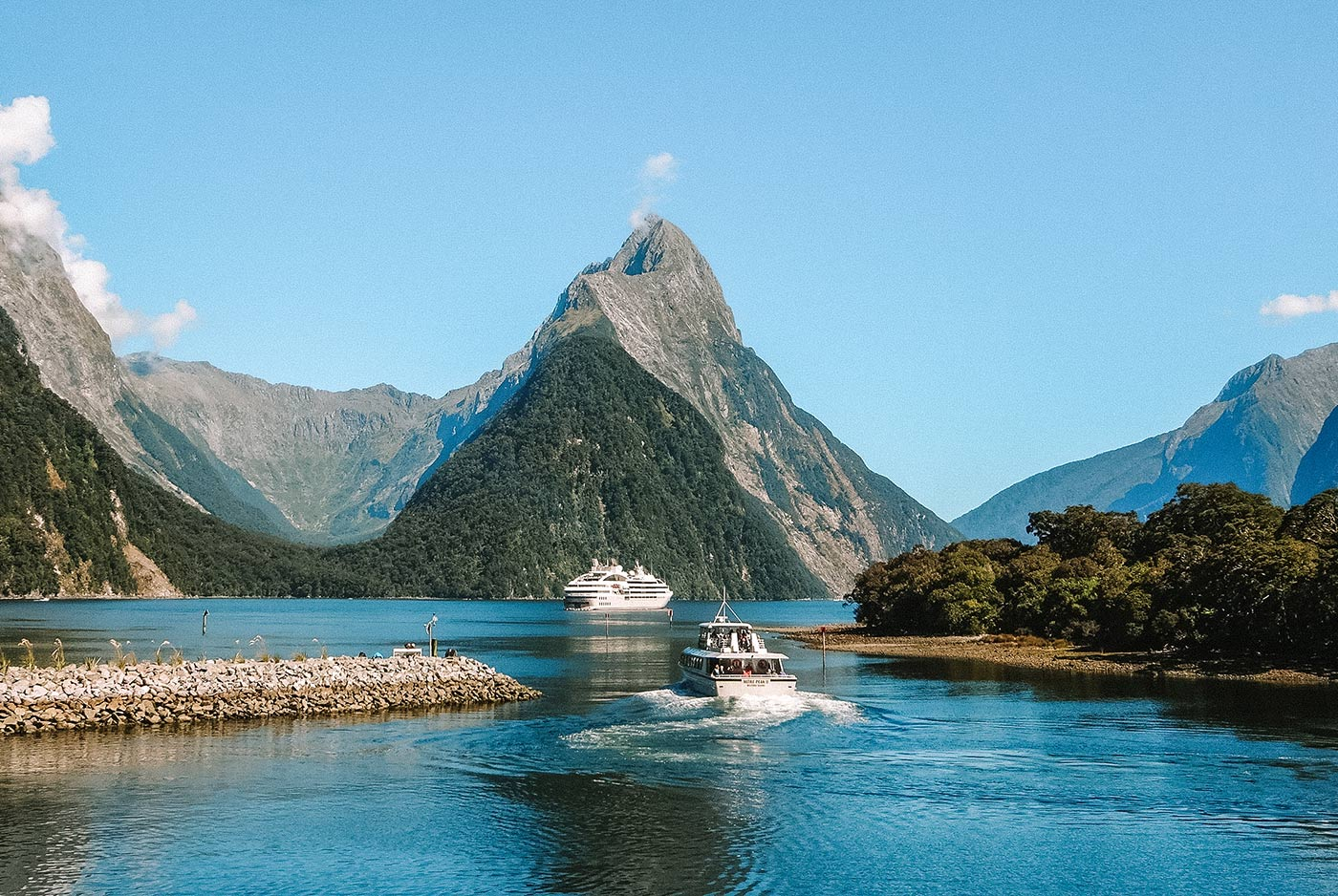 A day trip to Milford Sound, New Zealand blog post